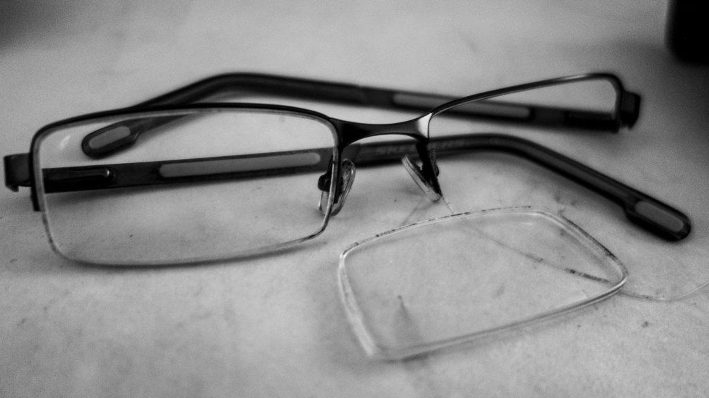 que faire si vous cassez vos lunettes l 39 tranger. Black Bedroom Furniture Sets. Home Design Ideas
