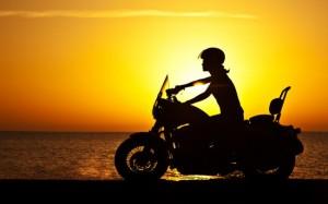 Moto soleil couchant